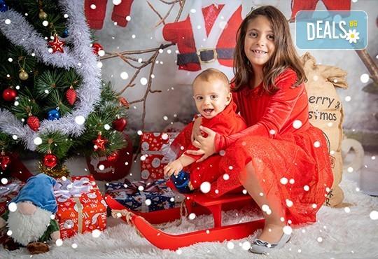 Коледна фотосесия с 4 декора и множество аксесоари! 100 кадъра + 10 кадъра със специални ефекти от фотостудио Arsov Image - Снимка 4