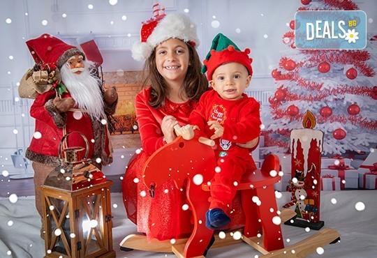 Коледна фотосесия с 4 декора и множество аксесоари! 100 кадъра + 10 кадъра със специални ефекти от фотостудио Arsov Image - Снимка 5