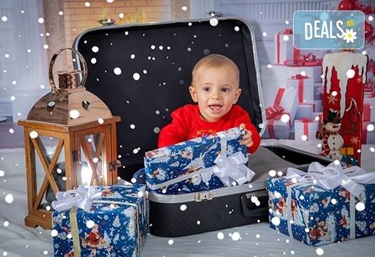 Коледна фотосесия с 4 декора и множество аксесоари! 100 кадъра + 10 кадъра със специални ефекти от фотостудио Arsov Image - Снимка 6