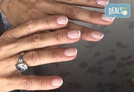 Гел-лак, декорации, оформяне на нокътя и масаж със специален хидратиращ крем! Подарете си елегантни ръце в студио за красота Ел Ем Ви! - Снимка 7