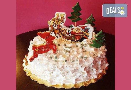 Коледна торта 3D с шоколадови блатове и баварски крем, 12 или 16 парчета, от Сладкарница Джорджо Джани! - Снимка 2