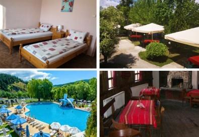 Почивка в Добринище! 1 нощувка със закуска и вечеря в къща за гости Андрееви, до минералния басейн - Снимка