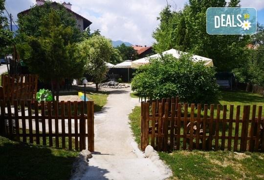 Почивка в Добринище! 1 нощувка със закуска и вечеря в къща за гости Андрееви, до минералния басейн - Снимка 5