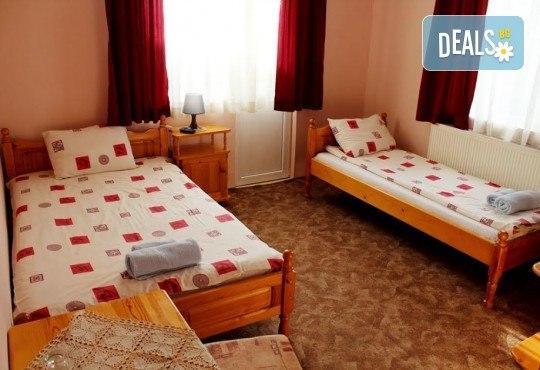 Почивка за ДВАМА в Добринище! 2 нощувки със закуски и 1 вечеря за ДВАМА в къща за гости Андрееви - Снимка 3
