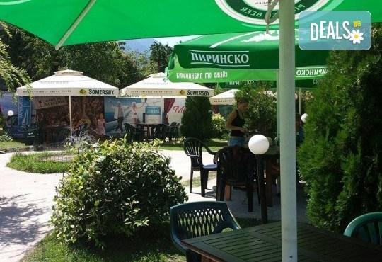 Почивка за ДВАМА в Добринище! 2 нощувки със закуски и 1 вечеря за ДВАМА в къща за гости Андрееви - Снимка 12
