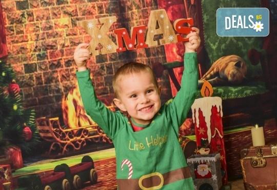 За цялото семейство! 30 или 40 минутна Коледна фотосесия плюс обработване на снимките от Pandzherov Photography - Снимка 2