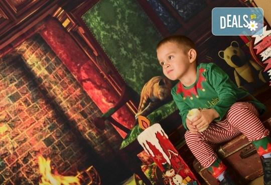 За цялото семейство! 30 или 40 минутна Коледна фотосесия плюс обработване на снимките от Pandzherov Photography - Снимка 5
