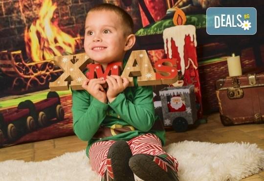 За цялото семейство! 30 или 40 минутна Коледна фотосесия плюс обработване на снимките от Pandzherov Photography - Снимка 1