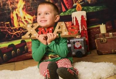 За цялото семейство! 30 или 40 минутна Коледна фотосесия плюс обработване на снимките от Pandzherov Photography - Снимка