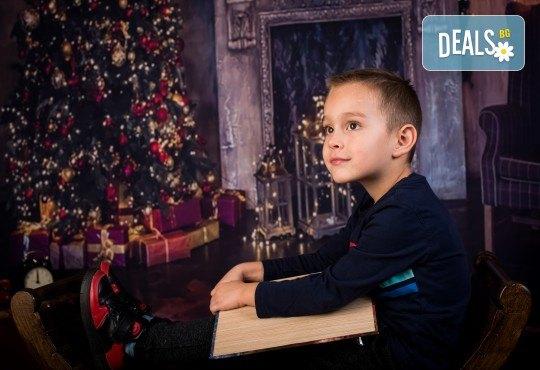 За цялото семейство! 30 или 40 минутна Коледна фотосесия плюс обработване на снимките от Pandzherov Photography - Снимка 7