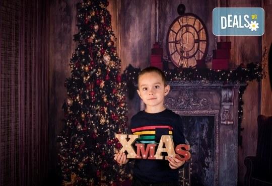 За цялото семейство! 30 или 40 минутна Коледна фотосесия плюс обработване на снимките от Pandzherov Photography - Снимка 8