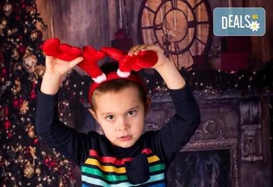 За цялото семейство! 30 или 40 минутна Коледна фотосесия плюс обработване на снимките от Pandzherov Photography - Снимка 10