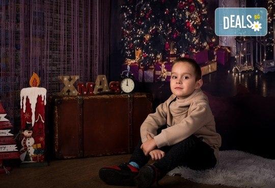 За цялото семейство! 30 или 40 минутна Коледна фотосесия плюс обработване на снимките от Pandzherov Photography - Снимка 9