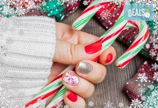 Маникюр за Коледа и за Нова година с гел лак BlueSky, 2 тематични декорации (рисунки), вграждане на камъчета и смесване на цветове от Салон Мечта - Снимка 1