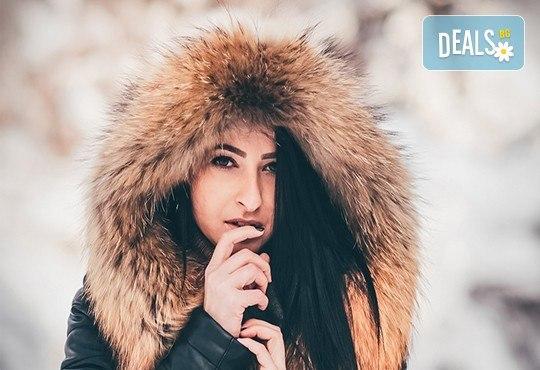 Коледна или зимна семейна, детска или индивидуална фотосесия в студио, в дома на клиента или на открито с 25 обработени кадъра от Фото студио Амели! - Снимка 5