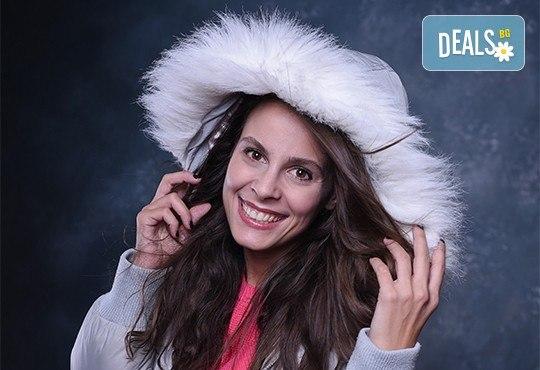 Коледна или зимна семейна, детска или индивидуална фотосесия в студио, в дома на клиента или на открито с 25 обработени кадъра от Фото студио Амели! - Снимка 4