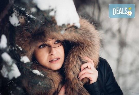 Коледна или зимна семейна, детска или индивидуална фотосесия в студио, в дома на клиента или на открито с 25 обработени кадъра от Фото студио Амели! - Снимка 6