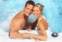 Романтичен СПА пакет за двама в Senses Massage & Recreation - масаж, перлена вана, вино и трансфер с лимузина Lincoln - Снимка