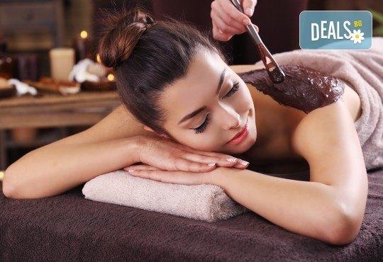 Коледна СПА терапия Шампанско и ягоди или Шоколад - дълбоко релаксиращ кралски масаж на гръб или цяло тяло, нежен пилинг с натурален ексфолиант със соли и бадемово масло в Wellness Center Ganesha - Снимка 1
