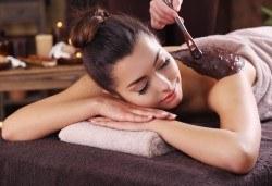 Коледна СПА терапия Шампанско и ягоди или Шоколад - дълбоко релаксиращ кралски масаж на гръб или цяло тяло, нежен пилинг с натурален ексфолиант със соли и бадемово масло в Wellness Center Ganesha - Снимка