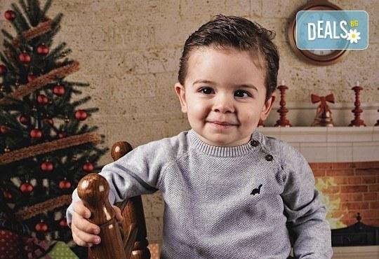 Семейна, детска или индивидуална фотосесия в студиo с разнообразни декори и 10 обработени кадъра от Студио Dreams House - Снимка 10