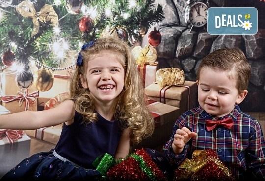 Семейна, детска или индивидуална фотосесия в студиo с разнообразни декори и 10 обработени кадъра от Студио Dreams House - Снимка 2