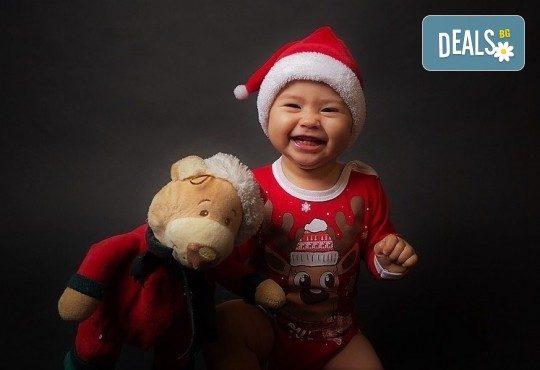 Семейна, детска или индивидуална фотосесия в студиo с разнообразни декори и 10 обработени кадъра от Студио Dreams House - Снимка 9