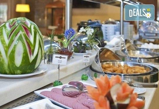 Незабравимо посрещане на Нова година 2021 в хотел Grand S 4*, Истанбул с АБВ Травелс! 3 нощувки със закуски, транспорт, посещение на джамията Селимие и перилната борса в град Одрин - Снимка 3
