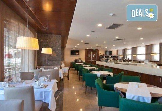 Незабравимо посрещане на Нова година 2021 в хотел Grand S 4*, Истанбул с АБВ Травелс! 3 нощувки със закуски, транспорт, посещение на джамията Селимие и перилната борса в град Одрин - Снимка 23