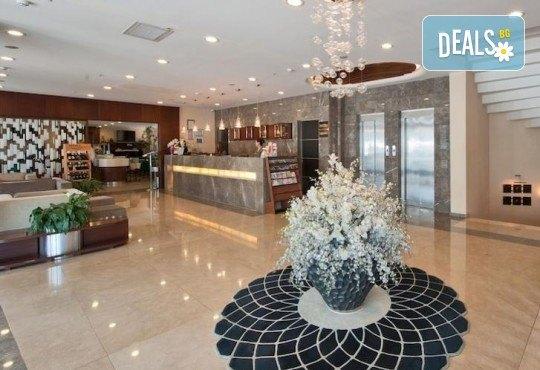 Незабравимо посрещане на Нова година 2021 в хотел Grand S 4*, Истанбул с АБВ Травелс! 3 нощувки със закуски, транспорт, посещение на джамията Селимие и перилната борса в град Одрин - Снимка 4