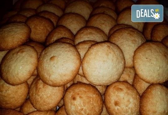 Ароматни кокосови бисквитки от Сладкопекарна МЕДЕН ХЛЯБ - Снимка 1