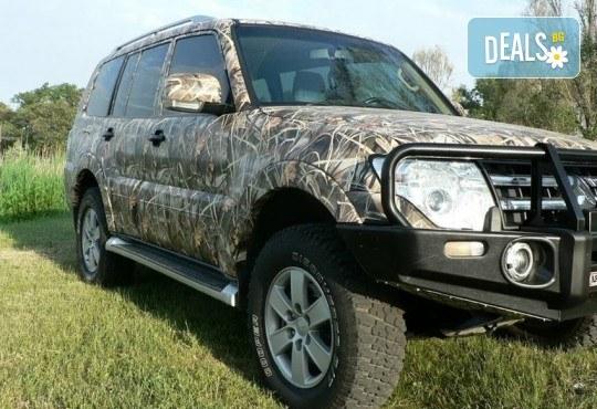 Брандиране на автомобил с фирмено лого от пълноцветен печат върху автомобилно фолио със защитен ламинат от New Wave Consult - Снимка 2