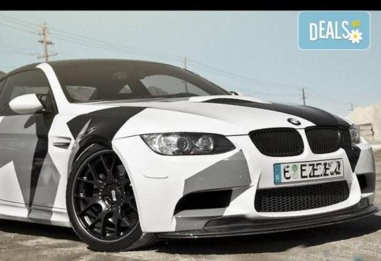 Брандиране на автомобил с фирмено лого от пълноцветен печат върху автомобилно фолио със защитен ламинат от New Wave Consult - Снимка 3