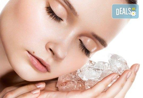 За сияйна кожа! Мануално почистване на лице, ултразвуков пилинг, дълбоко почистваща маска и криотерапия от Morea Beauty Studio - Снимка 1