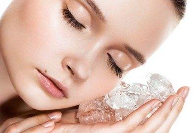 За сияйна кожа! Мануално почистване на лице, ултразвуков пилинг, дълбоко почистваща маска и криотерапия от Morea Beauty Studio - Снимка