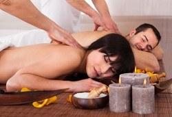 Романтичен подарък за влюбени! Шоколадов масаж за двама от професионални кинезитерапевти с 2 чаши вино в студио за красота Secret Vision - Снимка