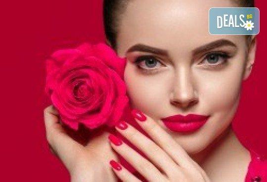 За празниците! Маникюр с гел лак Bluesky и две декорации със слайдери от Orenda111 Beauty Center - Снимка 1
