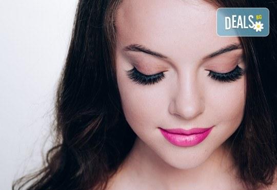 Мигли за обем 3D или 6D по метода косъм по косъм при естетик на Студио за миглопластика KK lashes, в центъра на София - Снимка 1