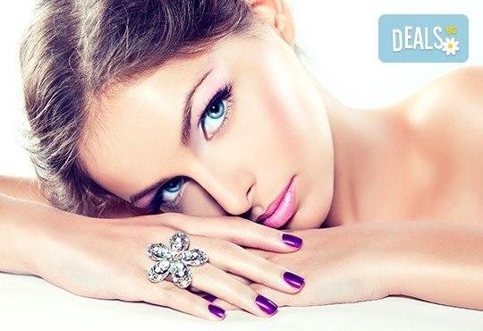 Козметичен масаж на лице и терапия според индивидуалните нужди на всеки клиент: почистваща, анти-ейдж, анти-акне или хидратираща, във фризьоро-козметичен салон Вили - Снимка 2