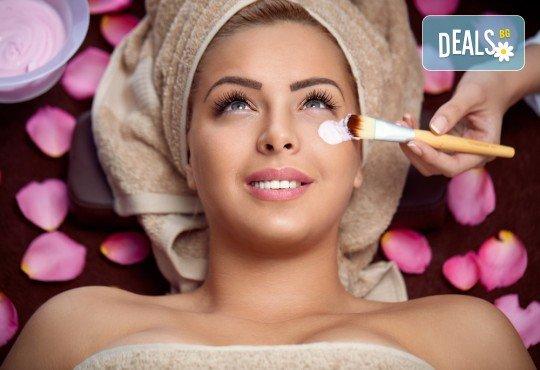 Козметичен масаж на лице и терапия според индивидуалните нужди на всеки клиент: почистваща, анти-ейдж, анти-акне или хидратираща, във фризьоро-козметичен салон Вили - Снимка 1