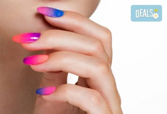 Ноктопластика с изграждане с акрил, гел или чрез Gum Gel - безвреден и естествен метод с отливка, във фризьоро-козметичен салон Вили - Снимка 1