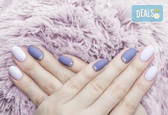 Изящен стил! Дълготраен маникюр с гел лак BlueSky с 2 декорации в Салон Фемили (Inni Nails Art) - Снимка 1