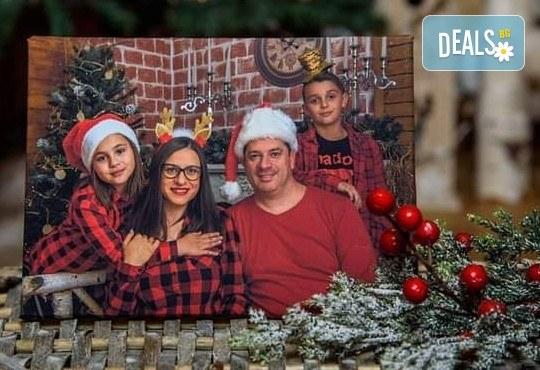 Семейна коледна фотосесия в студио с 3 различни декора! 6, 10 или всички сполучливи обработени кадри от MVP Studio - Снимка 4