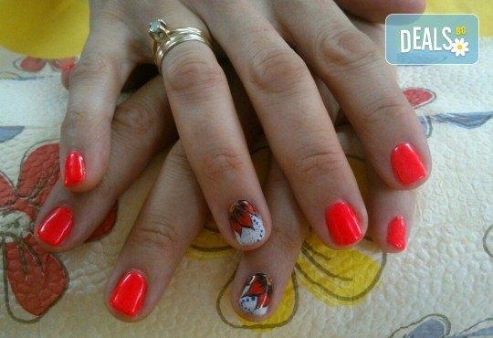 Маникюр с гел лак Bluesky или Jessica и 2 декорации във Фризьоро-козметичен салон Вили - Снимка 8