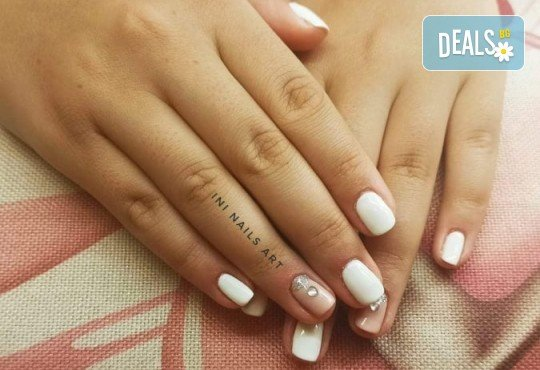 Перфектен цвят! Дълготраен маникюр с гел лак BlueSky в Салон Фемили (Inni Nails Art) - Снимка 13