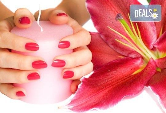 Красиви ръце! Маникюр с гел лак Bluesky или Clarissa, 2 рисувани декорации и подарък сваляне на гел лак в Penelope Nails by Pepe - Снимка 3