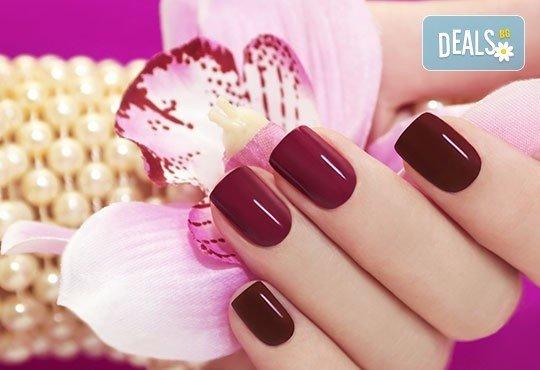 Красиви ръце! Маникюр с гел лак Bluesky или Clarissa, 2 рисувани декорации и подарък сваляне на гел лак в Penelope Nails by Pepe - Снимка 1