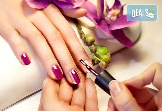 Красиви ръце! Маникюр с гел лак Bluesky или Clarissa, 2 рисувани декорации и подарък сваляне на гел лак в Penelope Nails by Pepe - Снимка 4