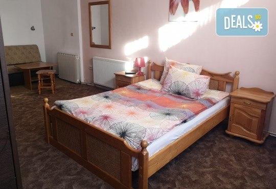Почивка в Добринище! 1 нощувка със закуска и вечеря в къща за гости Андрееви, до минералния басейн - Снимка 3
