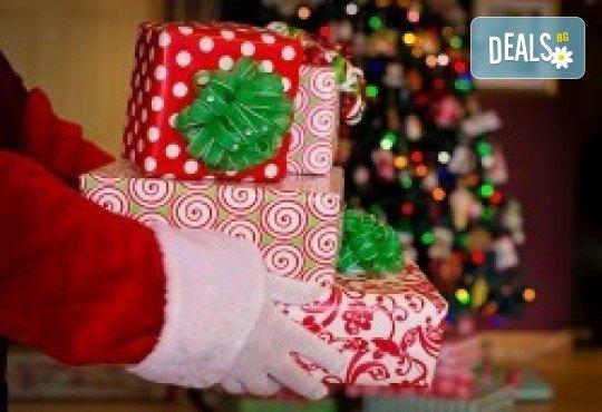 Лимузина с Дядо Коледа! За Вашето пътуващо коледно парти, 1 час за 8-14 пасажера плюс подарък бутилка вино и лукс чаши от San Diego Limousines - Снимка 5